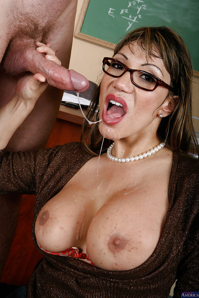 kyra is a classy mature milf with long shapely legs perfect for her nylon